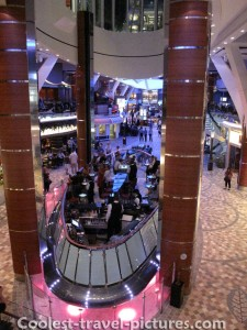 Oasis of the Seas floating bar
