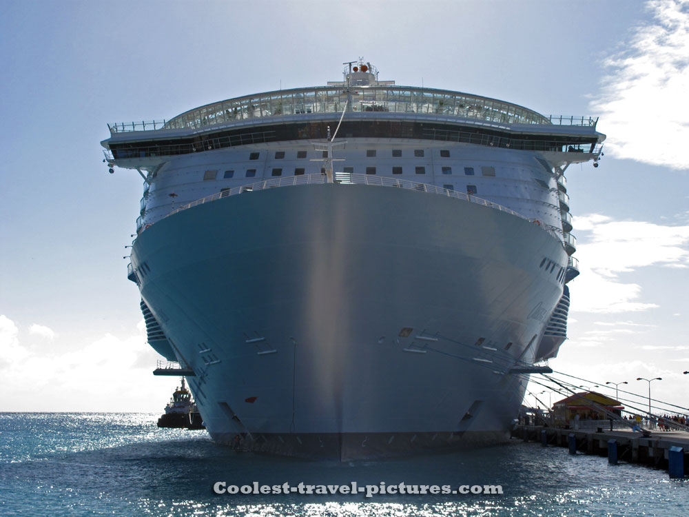 Oasis of the Seas at St Maarten