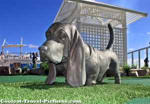 bronze dog on Oasis of the Seas