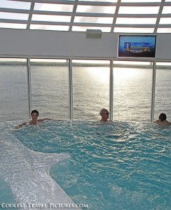 Jacuzzi on Oasis of the Seas